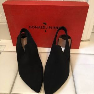 Donald Pliner Black Closed Toed Shoes